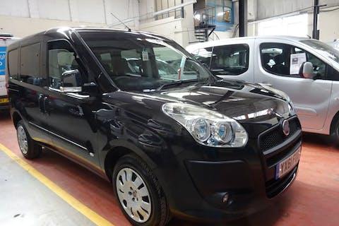 Black FIAT Doblo Mylife 2012