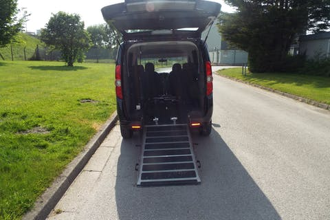 Black FIAT Doblo MultiJet Mylife 2013