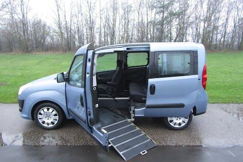 Blue FIAT Doblo MultiJet Mylife 2013