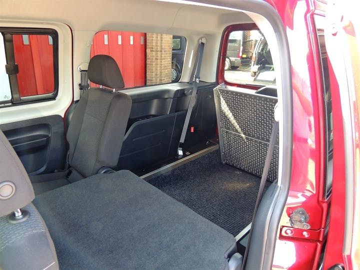 Red Volkswagen Caddy Maxi C20 Life TDi 2018