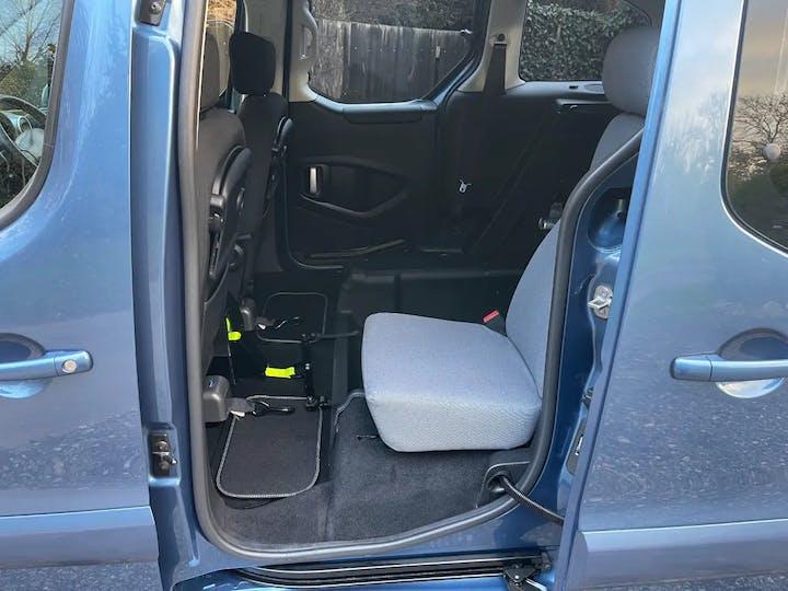 Blue Peugeot Partner HDi Tepee S 2015