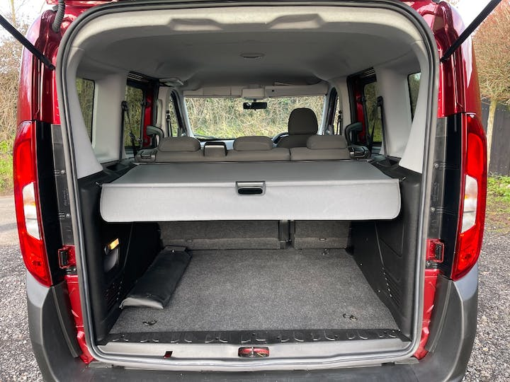 Red FIAT Doblo Pop 2017