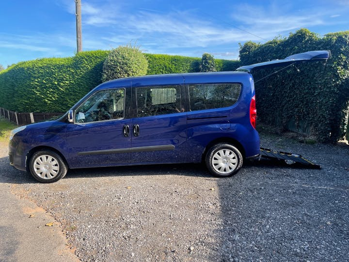 Blue Vauxhall Combo L2h1 2300 Colorado CDTi 2017