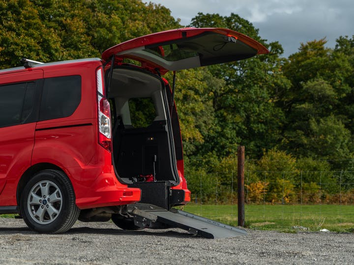 Red Ford Tourneo Connect Titanium TDCi 2016