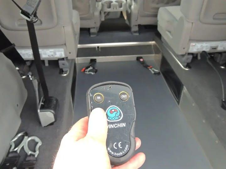 Silver Kia Sedona 2 CRDi 2012