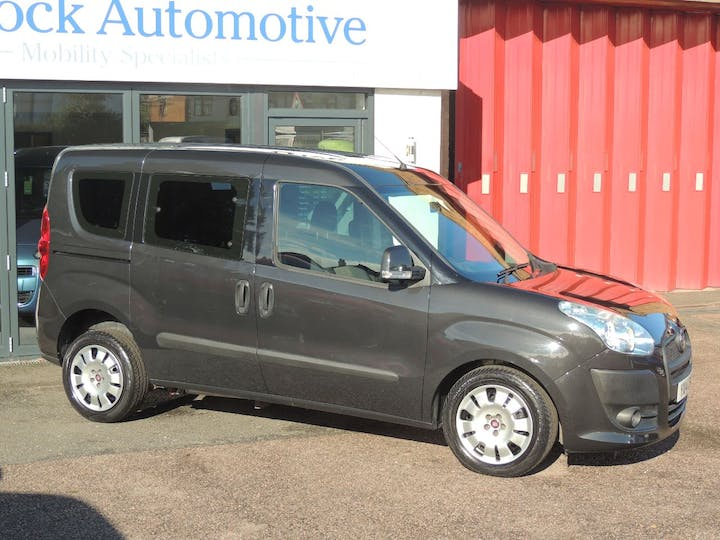 Grey FIAT Doblo Mylife 2014