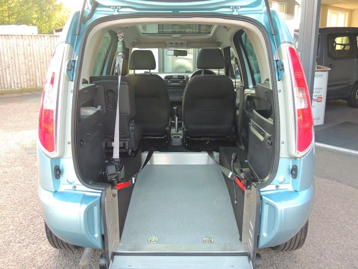 Blue ŠKODA Roomster SE TDi Cr 2011