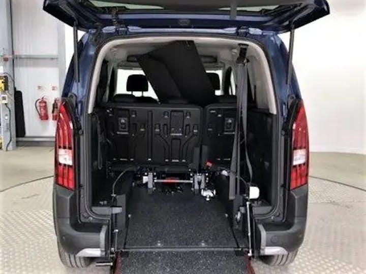 Blue Peugeot Rifter Horizon RS 2019