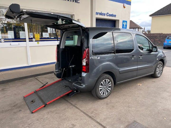 Grey Peugeot Partner Horizon Re 2018