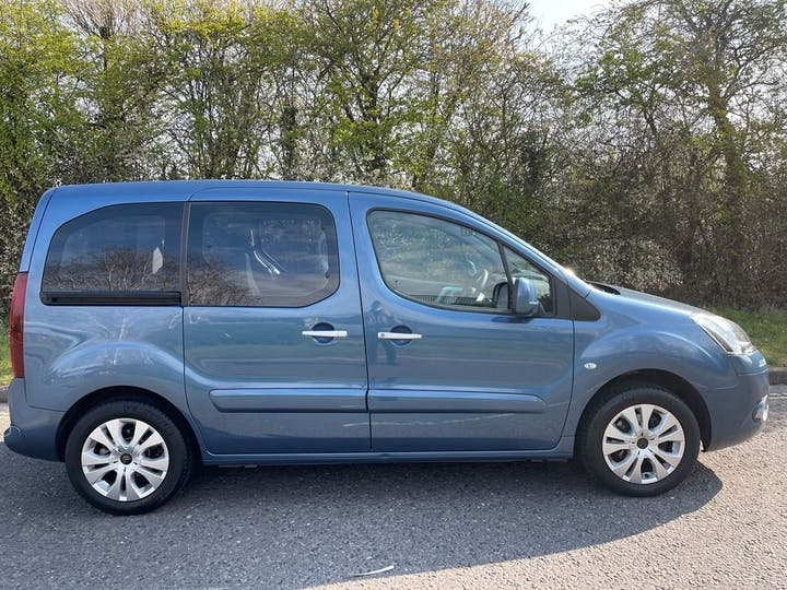 Blue Citroën Berlingo Multispace HDi Plus 2015