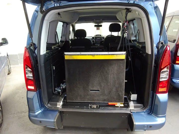 Blue Peugeot Partner Horizon S A/C 2013