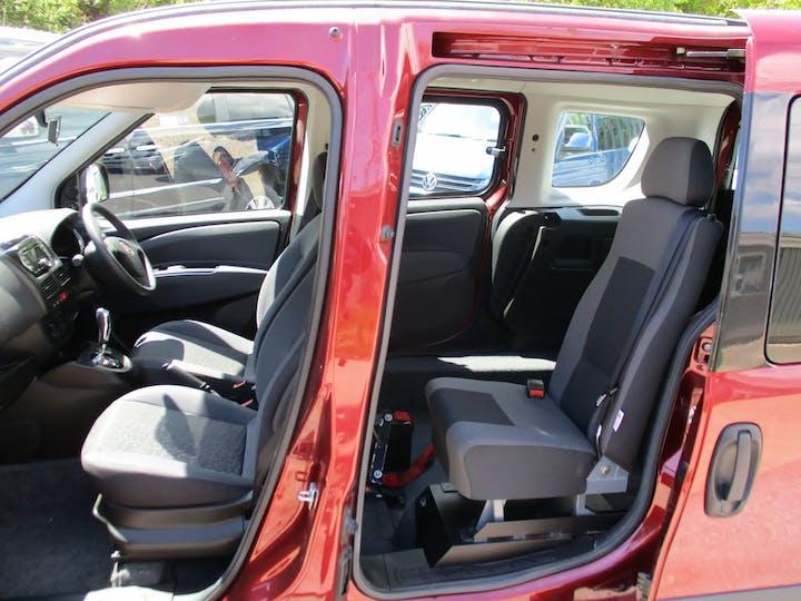 Red FIAT Doblo MultiJet Mylife Dualogic 2014