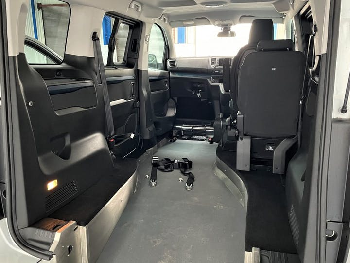 White Peugeot Traveller Bluehdi S/S Active Compact 2020