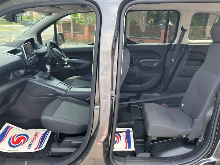 Grey Peugeot Rifter Horizon Re 2019