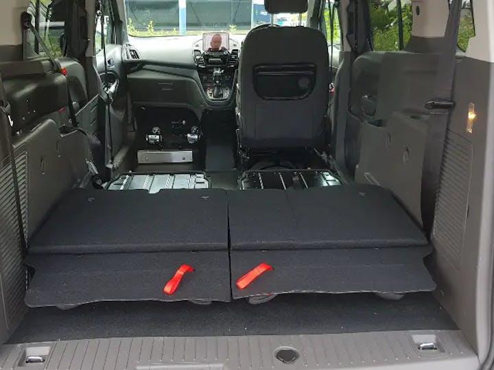 Red Ford Grand Tourneo Connect Titanium TDCi 2020