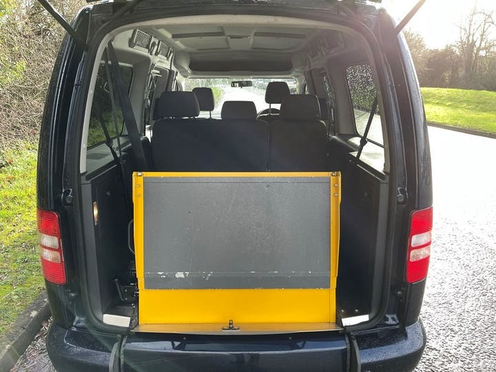 Blue Volkswagen Caddy Maxi C20 Life TDi 2015