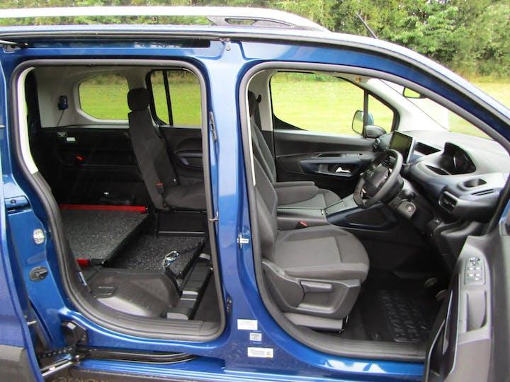 Blue Peugeot Rifter Horizon Re 2021