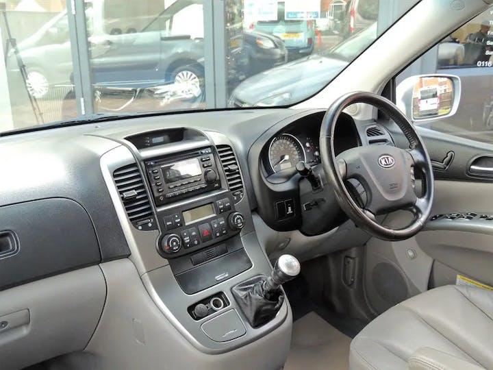 Silver Kia Sedona Ts 2009