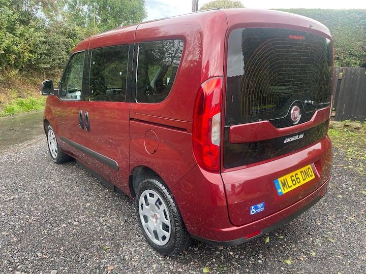 Red FIAT Doblo MultiJet Easy 2016