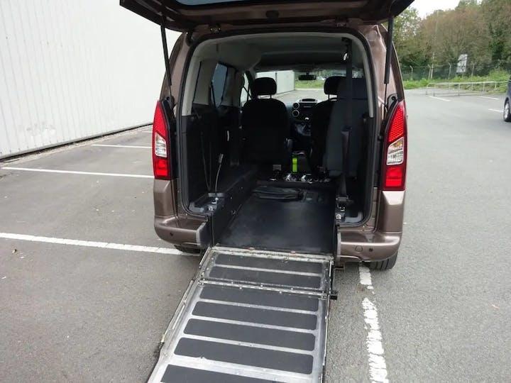 Brown Peugeot Partner HDi Tepee S 2014