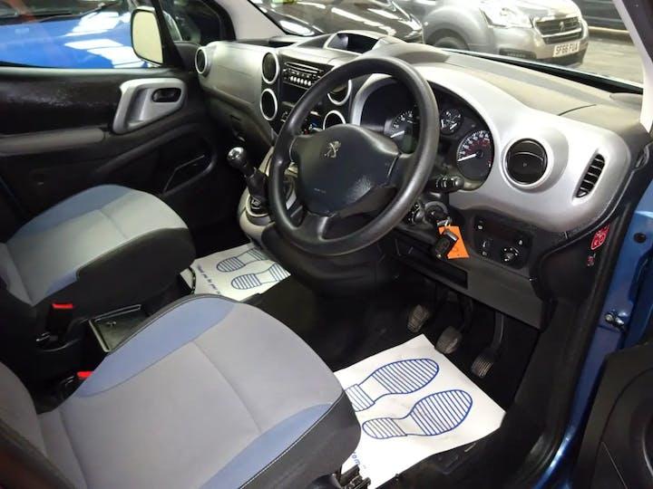 Blue Peugeot Partner Horizon RS 2016