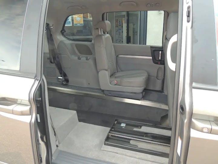 Grey Kia Sedona 3 CRDi 2011